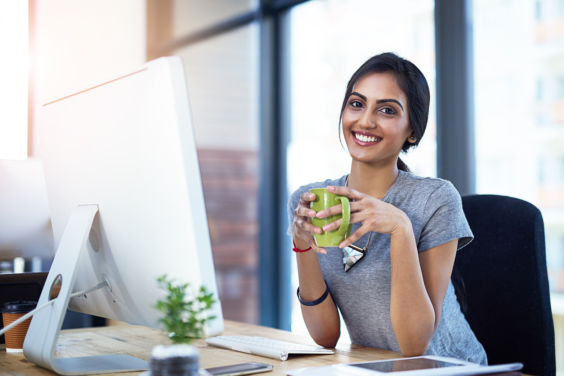 Stock_People_Woman_Working_Computer4_Website_1920x1280.jpg
